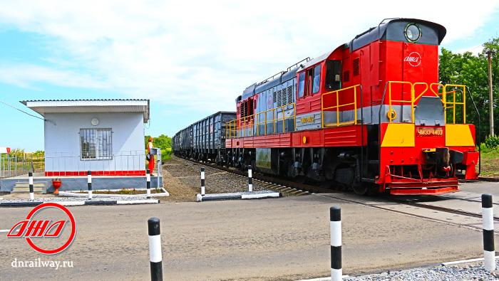 Железнодорожный переезд тепловоз ГП Донецкая железная дорога Донецкая народная республика
