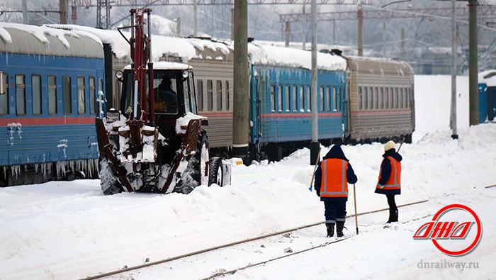Путь снегоборьба служба пассажирских перевозок ГП Донецкая железная дорога Донецкая Народная республика снег зима трактор