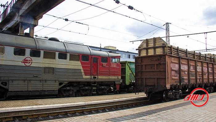 Тепловоз службы грузовых перевозок ГП Донецкая железная дорога вагоны