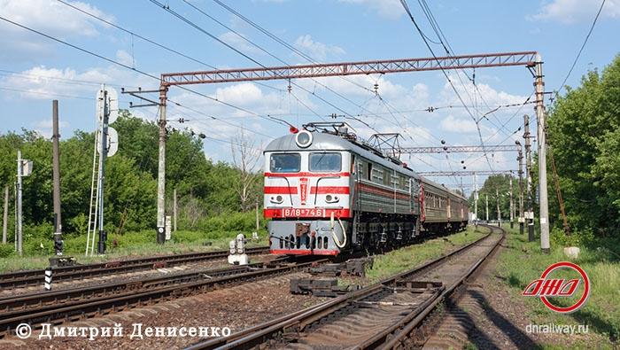 Электричка Пассажирская служба Донецкая ЖД пути рельсы деревья небо