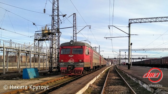 Электричка Пассажирская служба Донецкая ЖД станция пути небо провода