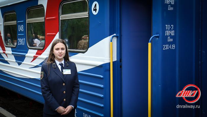 Проводник Детской железной дороги ГП Донецкая железная дорога форма вагон синий