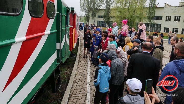 Станция Детской железной дороги ГП Донецкая Железная дорога вагон пассажиры