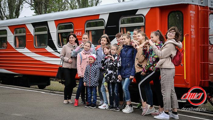 Вагон Детской железной дороги ГП Донецкая ЖД пассажиры
