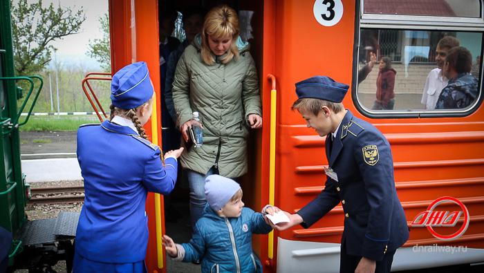 Вагон Детской железной дороги ГП Донецкая Железная дорога проводники форма