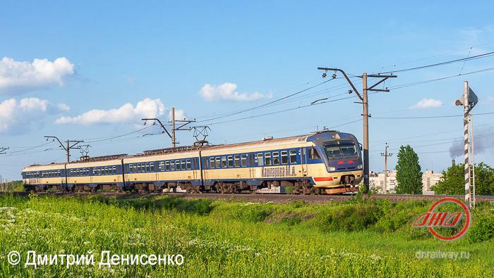 Пассажирская служба Донецкая ЖД электричка трава полевые цветы небо