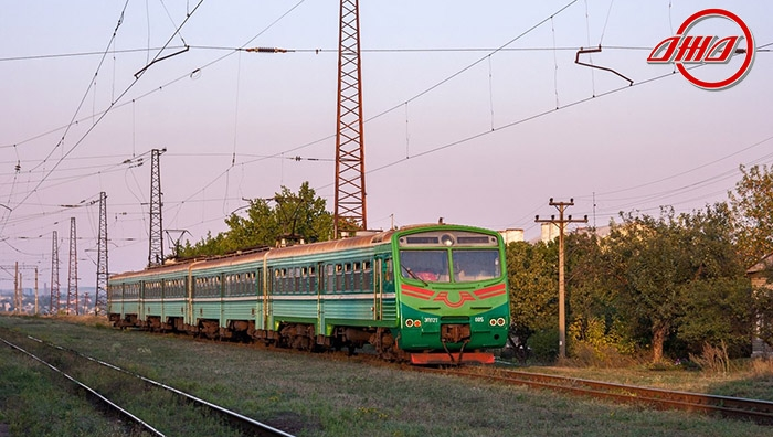 Пригородная электричка пассажирской службы ГП Донецкая ЖД вечер закат пути небо природа
