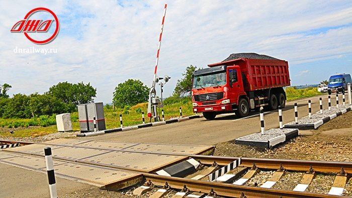 Железнодорожный переезд ГП Донецкая ЖД Донецкой Народной Республики пути дорога шлакбаум
