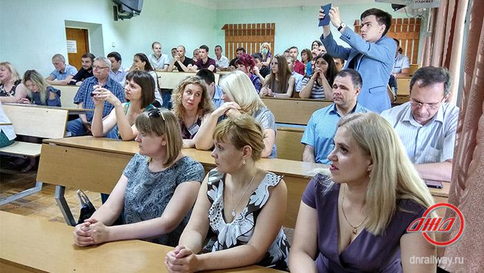 Распределение выпускников по специальностям Донецкий институт железнодорожного транспорта Государственное предприятие Донецкая железная дорога Донецкая народная республика
