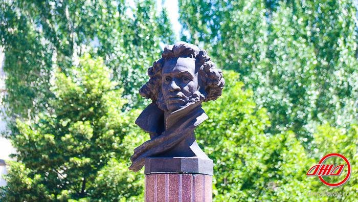 Памятник Пушкин Донецк Государственное предприятие Донецкая железная дорога Донецкая народная республика