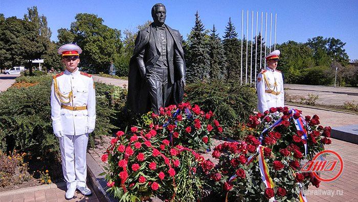 Возложение цветов памятник Кобзону Государственное предприятие Донецкая железная дорога Донецкая народная республика
