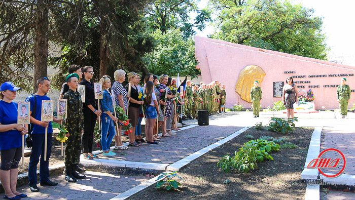 Иловайск Вечный огонь возложение цветов Государственное предприятие Донецкая железная дорога Донецкая народная республика