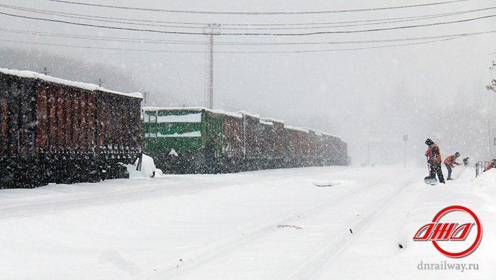 Снег чистка железнодорожного пути Государственное предприятие Донецкая железная дорога Донецкая народная республика