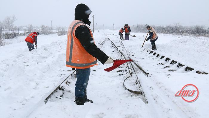 Снег уборка пути Служба пути Государственное предприятие Донецкая железная дорога Донецкая народная республика