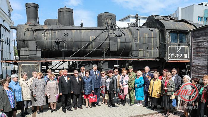 Пожилые люди старики Государственное предприятие Донецкая железная дорога Донецкая народная республика