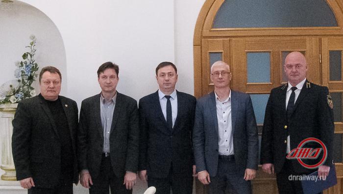 Вокзал Донецк руководство Государственное предприятие Донецкая железная дорога Донецкая Народная республика