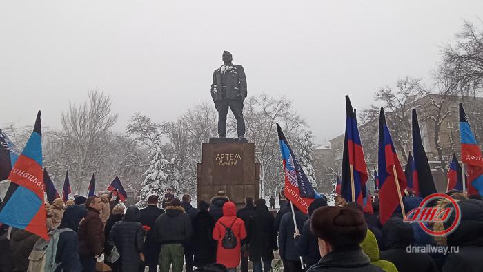 Митинг памятник Донецк Государственное предприятие Донецкая железная дорога Донецкая Народная республика
